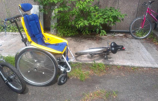 Front loading tandem for self transferable wheelchair user