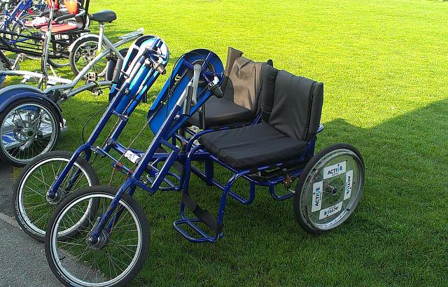 Side by side tandem hand cycle