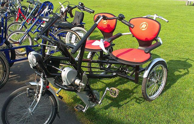 Side by side tandem trike