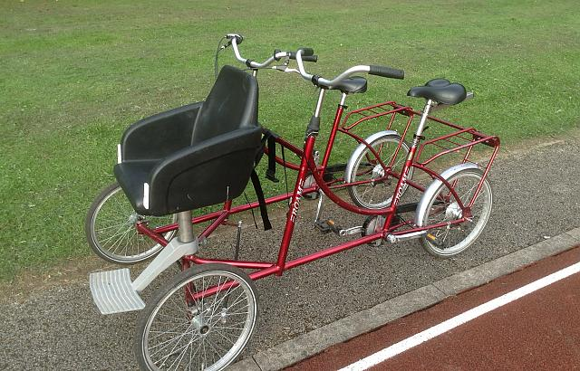side-by-side tandem with self-transfer seat