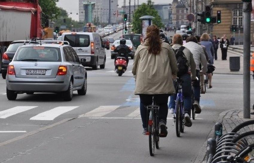Pedestrian and cycle priority at traffic light junction, Copenhagen