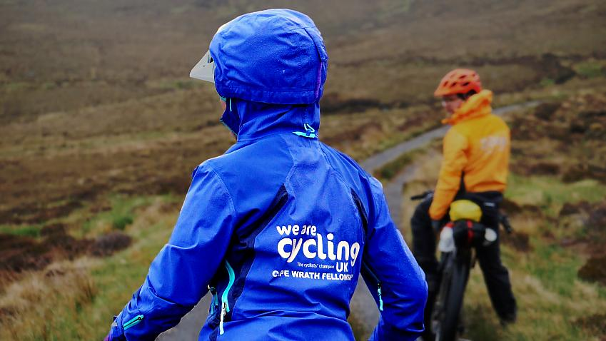 The Endura MT500 ladies jacket from behind