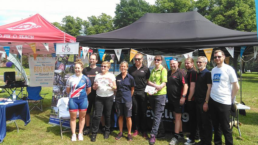 Sir Chris Hoy and Helen Scott visit the Cycling UK stall