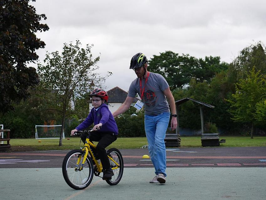 Build confidence with cycling to school with training and practice