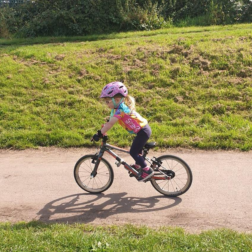 Daisy aged 3 on her 10km ride today! Just a short over hour ride for icecream!