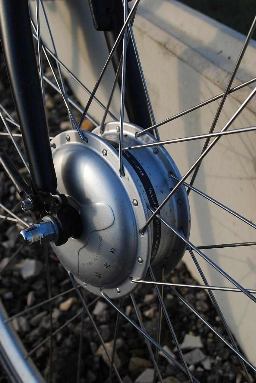 Hub motor in a front wheel, there are also rear hub motors.