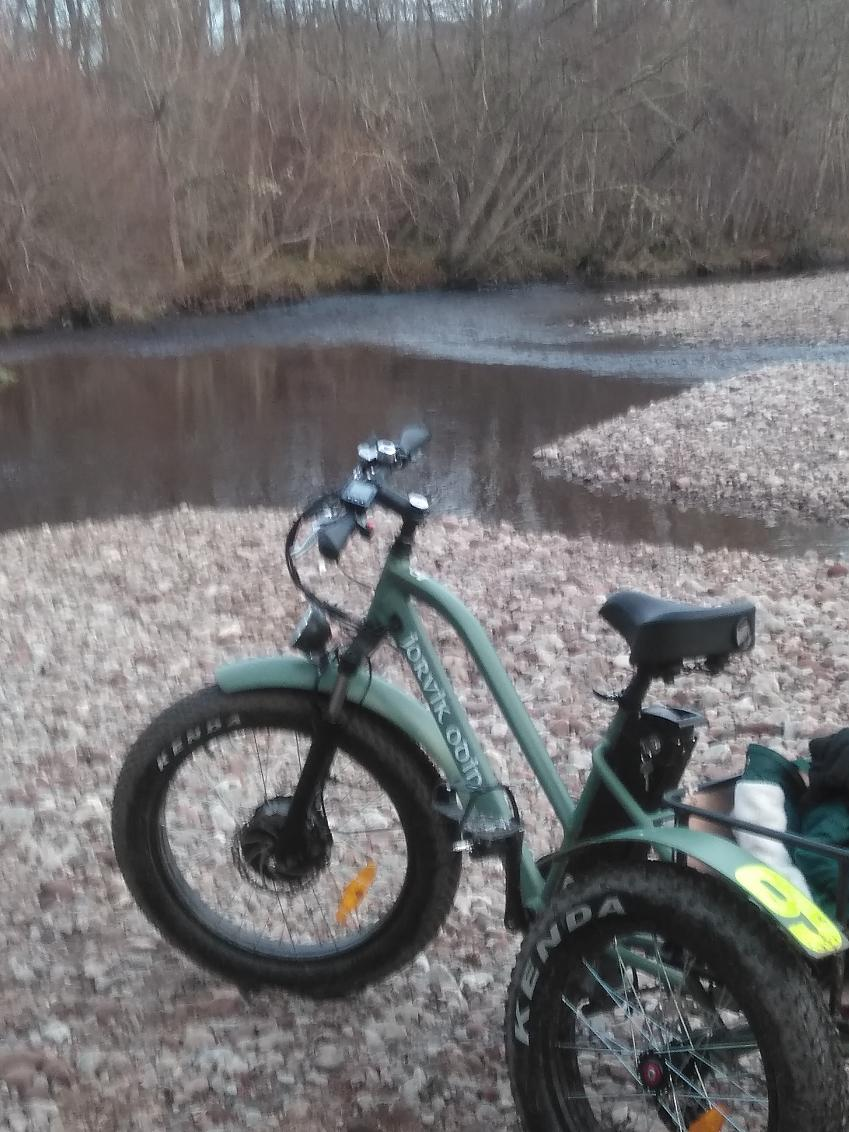 A trike at the shore of the river