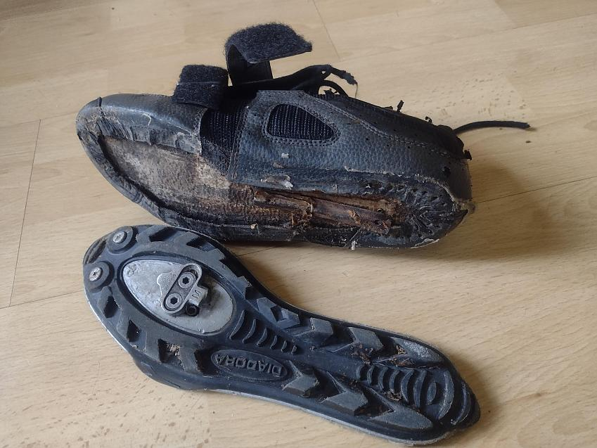 cycling shoe with separated sole