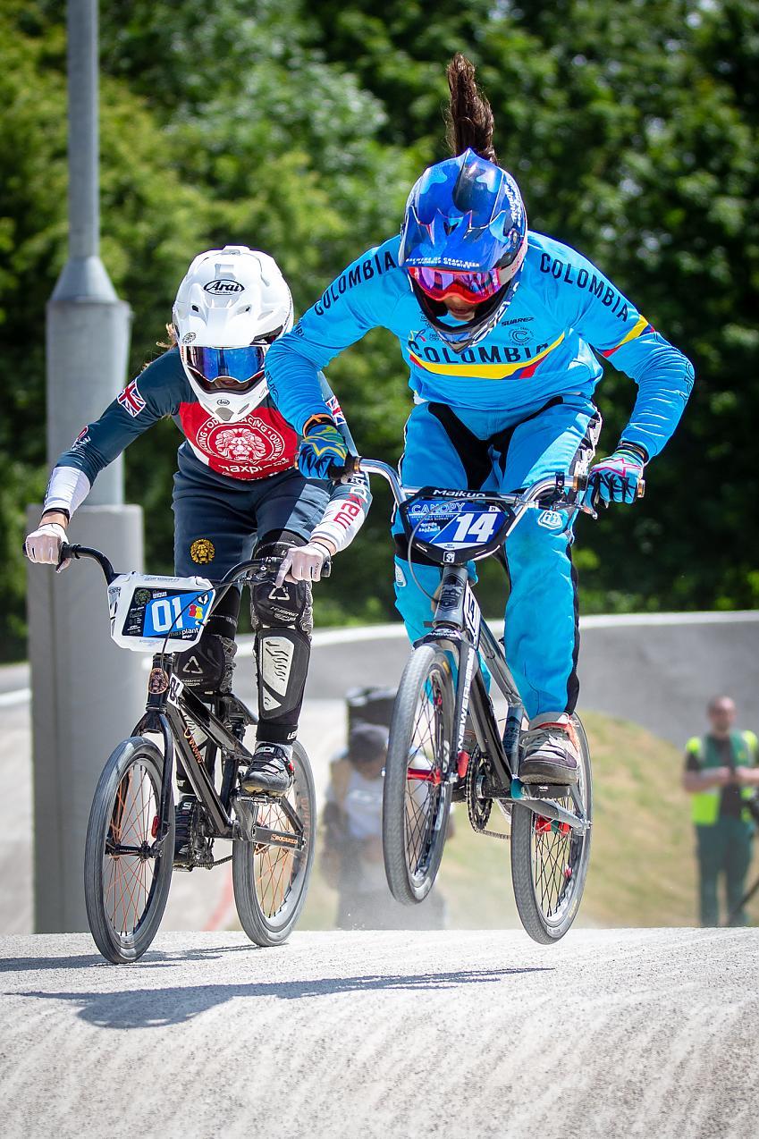 Silvi Vargas racing BMX