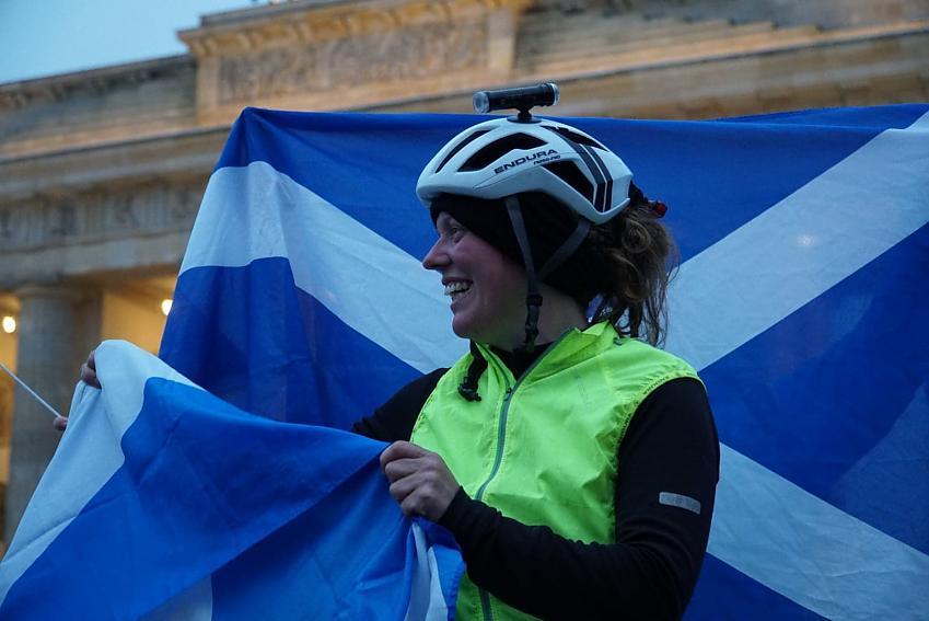 Jenny Graham finishing at the Brandenburg Gate in Berlin