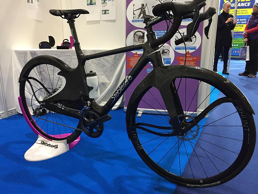 Mark Stebles' full carbon bike with integrated mud guards which also protect the chainset