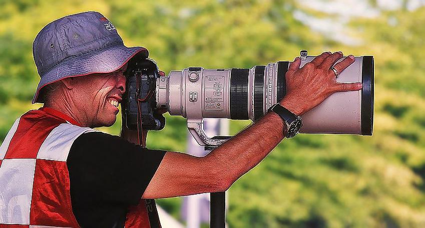 Long lens cameras like this one were used to make cyclists appear close together