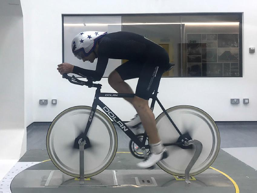 Robin training in a wind tunnel