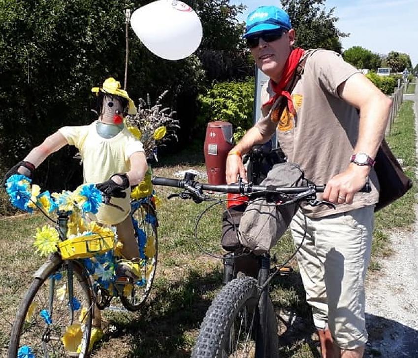 Roland and a bike sculpture