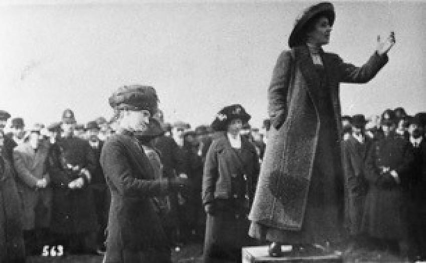 Rose Lamartine Yates speaking on Wimbledon Common. Photo London Borough of Merton