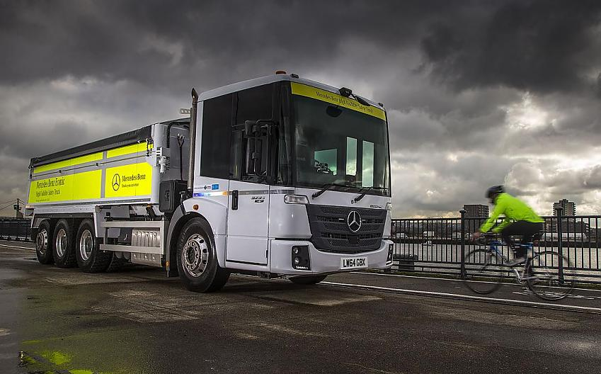 Direct vision lorry and cyclist