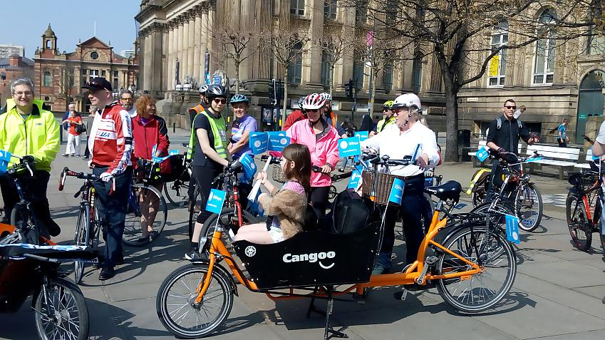Leeds cyclists gather ahead of local elections