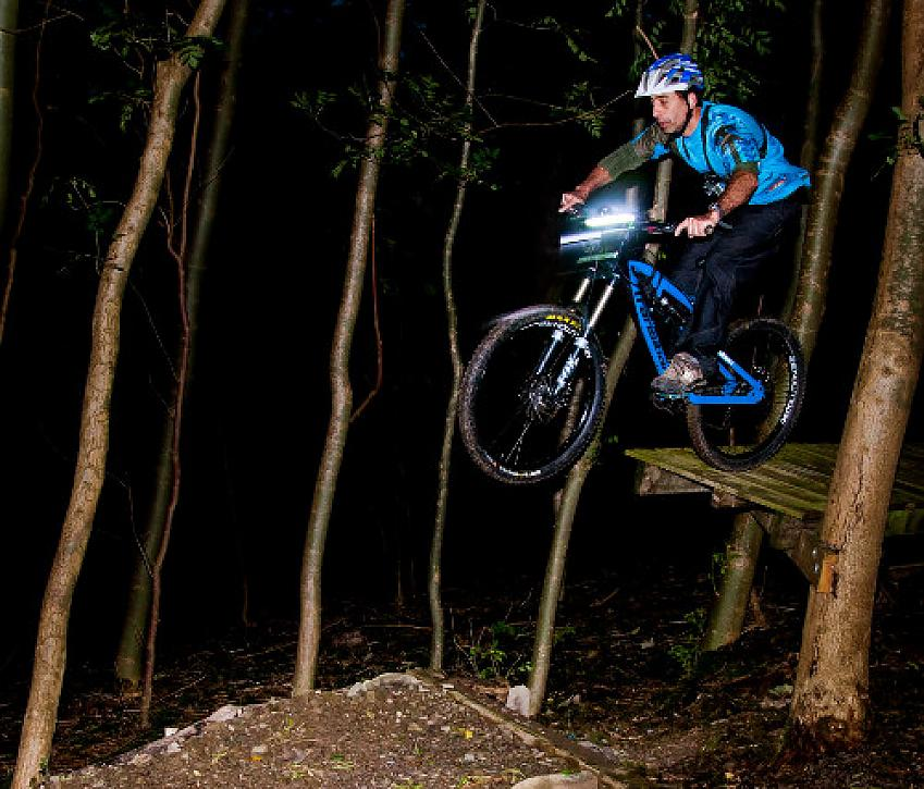 Night riding: skills, tips and tricks for mtb riders and ...