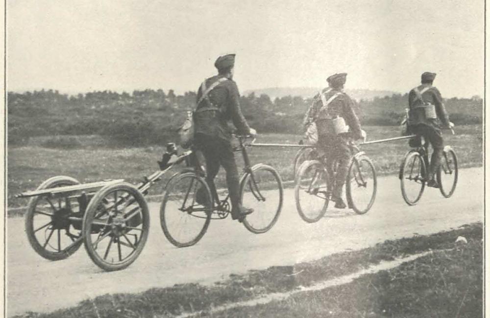 Cyclists drawing Maxim gun, courtesy of the MRC, Uni of Warwick